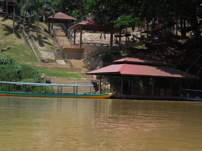 Taman Negara Kuala Tembeling Jetty